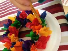 Making a 3D rainbow wreath