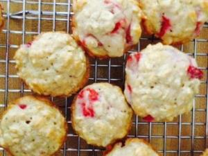 Mini strawberry oat muffins