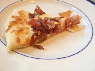 Prosciutto and caramelized onion pizza