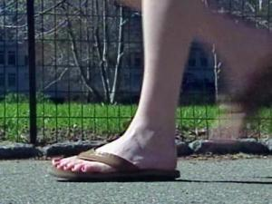 Researchers have found that wearing flip-flops places 15 percent less load on the knees than other, more stable shoes.