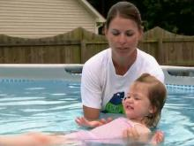 Survival swimming classes teach children to 'save themselves'