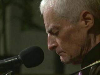 Blues singer Bill McCulloch, known as Windy City Slim, never dreamed he would return to the stage after cancer treatments left him without a voice.