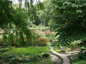 Photo from http://thomastrails.blogspot.com /2007/07/raleigh-rose-garden.html.