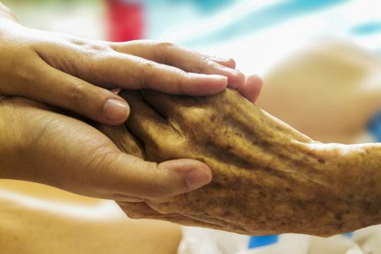 Hospice Hand In Hand Caring Care Author: unclelkt / pixabay.com