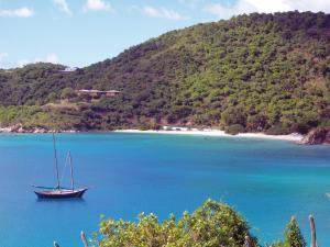 Island-hopping by boat or even kayak among the British Virgin Islands is easy, safe and enjoyable.