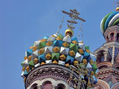 The domes of Russian cathedrals are designed to attract attention from the world and the heavens.