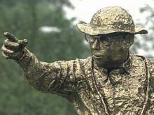 'Old Man Traffic' statue keeps commuters guessing