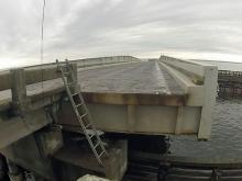 Raw: Watch how bridge opens and closes