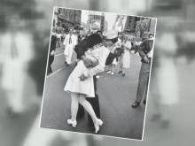 V-J Day kiss 1945