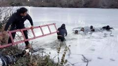 RAW: Children fall through ice on Central Park pond