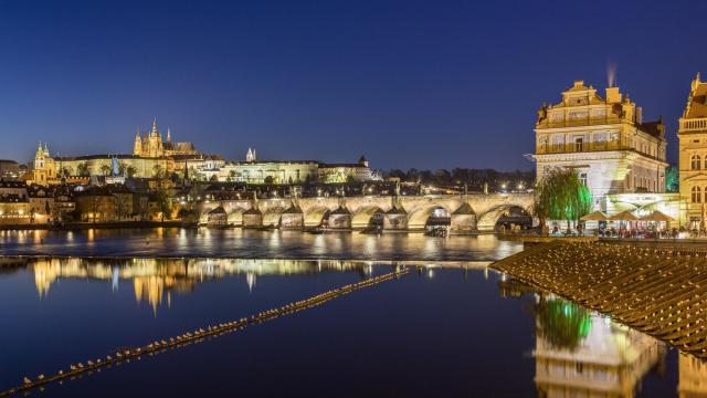 -- PHOTO MOVED IN ADVANCE AND NOT FOR USE - ONLINE OR IN PRINT - BEFORE JAN. 14, 2018. -- The Charles Bridge and Prague Castle in the Czech Republic, Nov. 3, 2017. From Bourbon Street to the South Pacific pull of Fiji, destinations abound for the tourist with a strong case of wanderlust. (Andreas Meichsner/The New York Times)