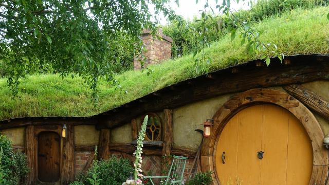 A hobbit hole on the Hobbiton movie set, in New Zealand, November 2018. In New Zealand, Times columnist Jada Yuan immersed herself in Maori culture. Then rain, traffic and a lost (and found) passport complicated what should have been an easy trip to Fiji. (Jada Yuan/The New York Times)