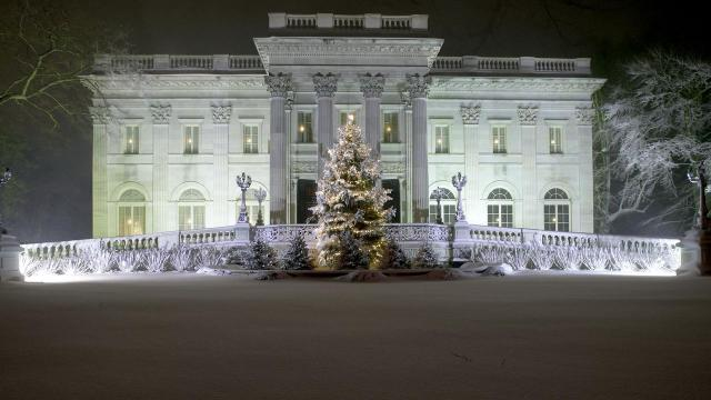 -- PHOTO MOVED IN ADVANCE AND NOT FOR USE - ONLINE OR IN PRINT - BEFORE NOV. 11, 2018. -- In a photo provided by Rhode Island Commerce Corporation, Marble House, one of Newport's many Gilded Age mansions that are open to the public and extensively decorated for the holidays in Newport, R.I. Even if you don't have much cash left over after your holiday shopping, some bargain offers may make a winter vacation affordable. (Rhode Island Commerce Corporation via The New York Times) -- NO SALES; FOR EDITORIAL USE ONLY WITH NYT STORY AFFORDABLE GETAWAYS BY SHIVANI VORA FOR NOV 11, 2018. ALL OTHER USE PROHIBITED. --