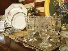 Have a unique wedding dinner with vintage dishes leased from SuzAnna's Antiques. Photo courtesy of SuzAnna's Antiques.