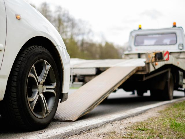 Kia, Chrysler, Ford and other manufacturers offer roadside assistance to vehicles covered by warranty.