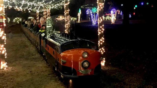 Wilson County Christmas Lights 2020 Holiday cheer lights up downtown Wilson :: WRAL.com