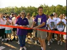 WRAL's Bill Leslie cuts the ribbon for the start of the Alheimer's walk. (WRAL-TV)