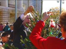 Students Help Governor, Mrs. Hunt Continue Tree Tradition