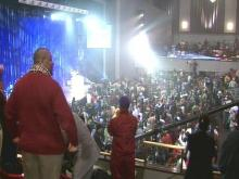 Fans Pack BTI Center For Tom Joyner's 'Sky Show'