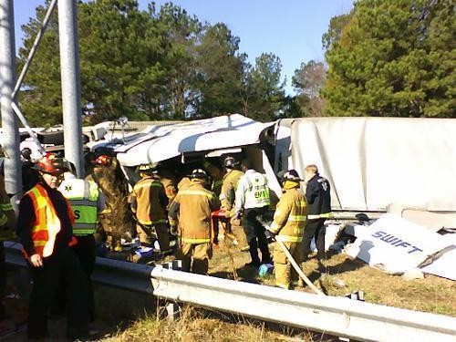 truck overturned I-440