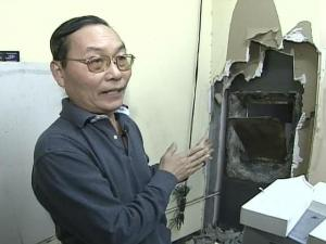 Hung Nguyen says someone broke into his jewelry store, got into his safe and stole everything he owns.