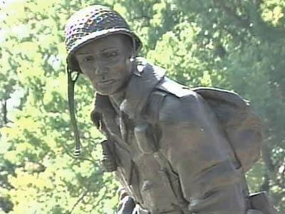 Bragg Soldiers Pay Tribute to Family of 'Iron Mike'