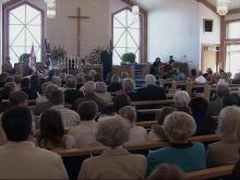 Chapel Holds Memorial Service for Fire Victims