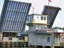 Elizabeth City man captains drawbridge