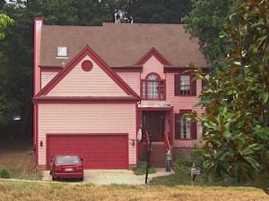 The town of Cary has no ordinances regulating single-family homes, which means owners can paint their houses any color they want. But some residents are not pleased.