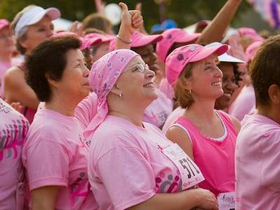 A survivor looking up for the pink ribbon group shot. (Photo courtesy of Ed Quinene)