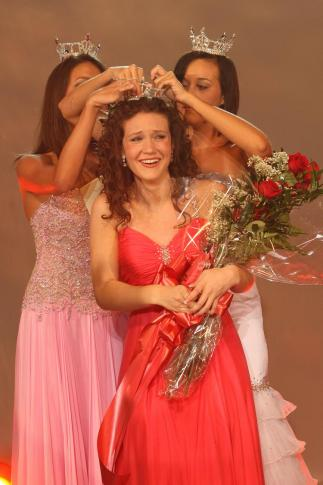 Mya Hipps is crowned Miss N.C.'s 2008 Outstanding by Brieanna Hester, Miss NCOT 2007, and Caitlyn Brunell, Miss America's Outstanding Teen 2008. (Photo courtesy of PageantPics.com)