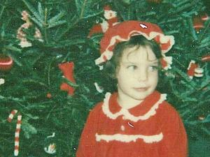 Kelly Morris as a child, in a family Christmas photo