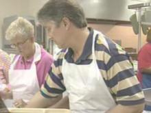Volunteers serve good food, goodwill