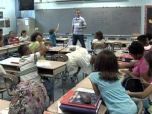 Dillard Drive Elementary School teacher Nathan Carter conducts class on Aug. 25, 2009.
