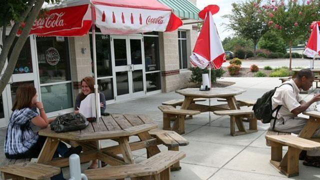 People enjoy a late lunch outside of BaDa Wings in Raleigh on Sept. 2, 2009.