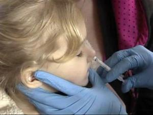 Girl gets H1N1 vaccination