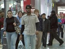 Last-minute shoppers head to malls