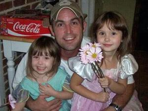 Edward Duane Cantrell and his daughters Isabella, 6, and Natalia, 4, were killed in a fire at their home on March 6, 2012. (Image from Facebook)