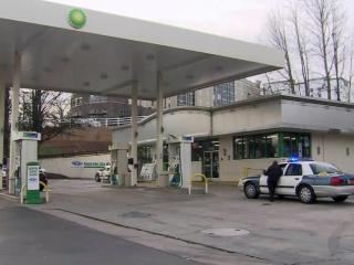 Raleigh police took several people into custody at a BP station on Glenwood Avenue on Jan. 7, 2015, after a man says he was robbed while in a nearby hotel room.