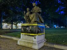 A Confederate monument in downtown Raleigh was covered with a trash bag and police tape early Tuesday after authorities say it was vandalized.