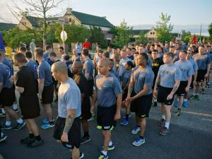 Thousands of soldiers start All American Week with 4-mile run