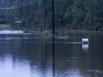 Heavy rain floods roads around Cumberland, Harnett counties