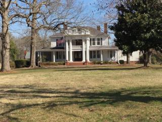 The plan to tear down an iconic Franklinton house that was built in the 1840s and has become a popular site for weddings and family reunions is sparking some angry responses on social media.