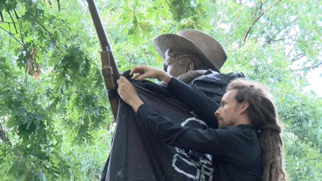Protesters bring down Confederate statue in Durham