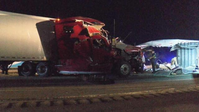 Driver injured in Wayne County crash involving 2 tractor trailers
