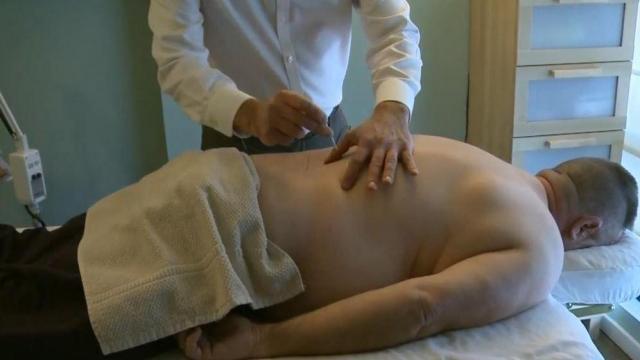 Avoiding opioid's risk of addiction, veterans turn to acupuncture