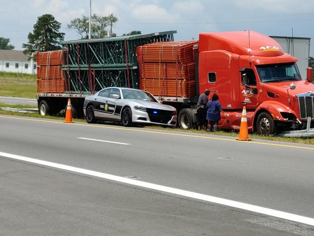 Tractor trailers collide on I-95 in Harnett County near Dunn