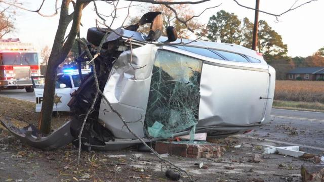 Man kicked out windshield to free himself after Johnston County crash