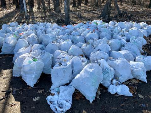 500 trash bags of litter collected by volunteers