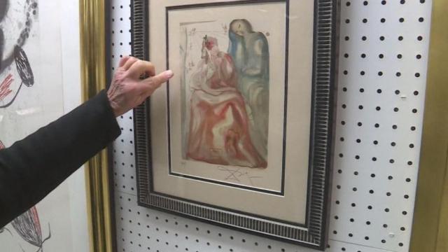 Mulher descobre arte de Salvador Dali em brechó em Kitty Hawk